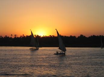 Aswan - tramonto sul nilo